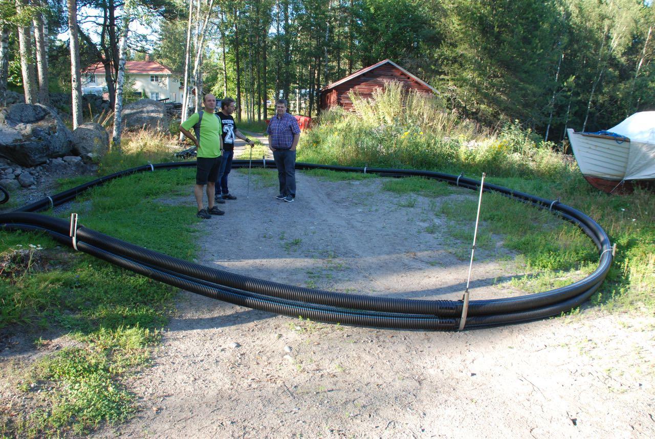 En av de Iskmotillverkade vakbegränsarna har monterats av Thomas Autio. Diametern är ca 8 meter.