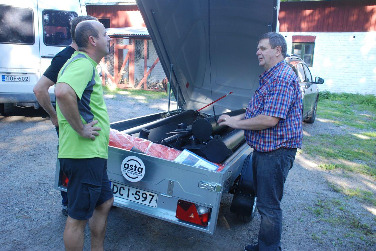 Bengt Leander hämtade vakbegränsaren från Pargas. Den väntar på montering.