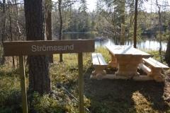 Vid Strömssund finns en rastplats med grillmöjligheter.